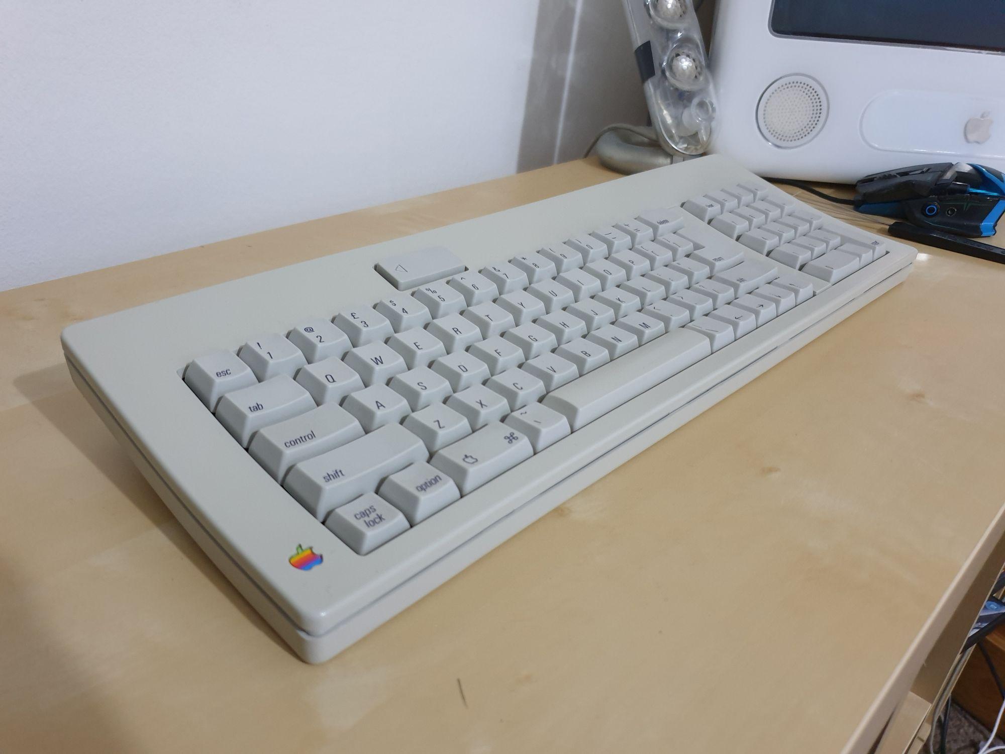 Apple Standard Keyboard (M0116)